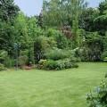 Un jardin de ville romantique