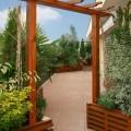 Un balcon avec sa pergola